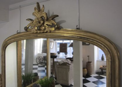 Carved giltwood overmantle